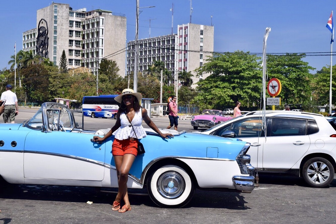 Classic car tour in Havana